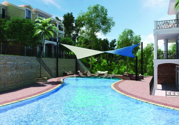 A poolside featuring Dual Shade 350 Santorini fabric.
